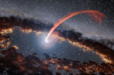 Tàn dư ánh sáng hé lộ hiện tượng lỗ đen siêu trọng nuốt chửng ngôi sao (video)