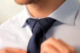 Cách thắt cà vạt đơn giản mà lịch lãm trong vòng 10 giây