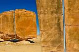 Al-Naslaa – Tảng đá khổng lồ như bị cắt đôi bằng công nghệ laser?