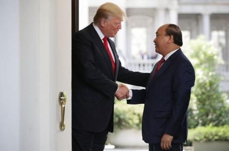 TT Trump nói các công ty sẽ bỏ Trung Quốc đến Việt Nam