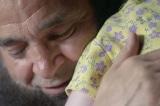 Người đàn ông chỉ nhận nuôi các bé mắc bệnh nan y bị bỏ rơi