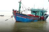Tàu hải quân cứu 16 ngư dân gặp nạn trên biển