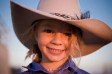 Bé gái Úc tự tử vì bị bắt nạt trên mạng và nỗi đau của gia đình