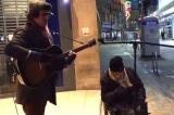 Giọng hát của ông cụ vô gia cư khiến người qua đường sửng sốt