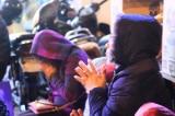 Trong gió lạnh 16 độ, hàng nghìn người ngồi vỉa hè, vái vọng cúng sao giải hạn
