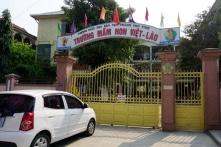 Nghệ An: Phụ huynh đánh, bắt cô giáo đang mang thai quỳ gối xin lỗi
