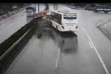 Vụ va chạm xe cứu hỏa và xe khách: Vì sao vẫn chưa có công bố sai phạm?