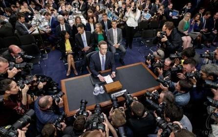 Hiểu về bản chất phiên điều trần Mark Zuckerberg
