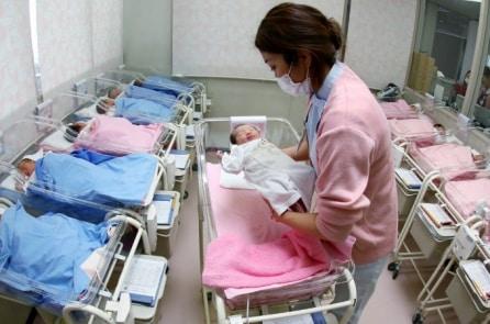 Nhật Bản: Khủng hoảng sinh sản trầm trọng nhất trong 118 năm qua