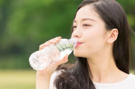 Có phải ai cũng nên uống nhiều nước?