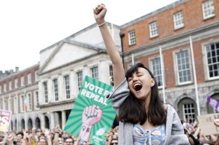 Ireland: Lựa chọn quyền của mẹ, tước đoạt mạng sống của con!