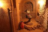 Người đàn ông dành 23 năm xây dựng ngôi đền dưới lòng đất