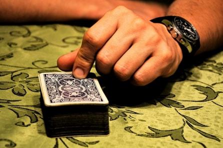 Tâm lý học: Vì sao bộ não người ta bị nghiện cờ bạc?