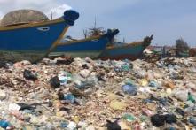 Sốc với biển rác dài cả km