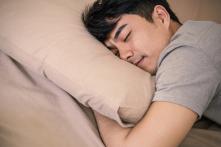 """Nghiên cứu: Ngủ nhiều cũng gây """"hại não"""" như ngủ ít"""