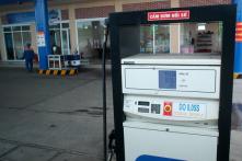 Giá xăng giảm mạnh hơn 1.000 đồng/lít từ 15h ngày 6/11