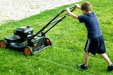 Câu chuyện suy ngẫm về cậu bé cắt cỏ