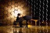 Thần đồng piano Ấn Độ chơi đàn với tốc độ gây kinh ngạc