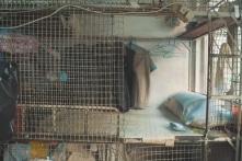 """Vấn nạn nhà ở tại Hồng Kông: Người sống trong """"lồng"""""""
