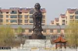 Đằng sau công trình kỳ dị: Đầu Khổng Tử, thân Bồ Tát