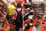 Hình ảnh cửa hàng giày bị những khách hàng vô trách nhiệm bới tung