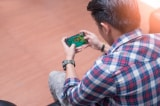 Nhiều bạn trẻ mọc gai xương thừa sau hộp sọ, có thể do smartphone
