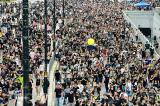 Hơn 100 nghìn người Hồng Kông tiếp tục diễu hành phản đối luật dẫn độ