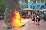 Dạy phòng chống cháy nổ, cô giáo đốt cồn làm 3 trẻ bỏng nặng
