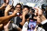 Biểu tình Hồng Kông 13/8: Người biểu tình bắt người bị nghi là cảnh sát TQ giả dạng