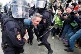 Đàn áp đối lập ở Moscow, cảnh sát lại bắt giữ thêm hơn 800 người