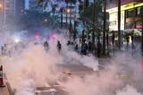 Biểu tình ở Hồng Kông ngày 11/8: Cảnh sát dùng vũ lực trấn áp người biểu tình