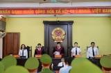 Hoãn xét xử vụ gian lận điểm thi ở Sơn La do 75/91 người vắng mặt