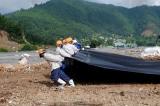 Chi 12,5 tỷ đồng phủ bạt để giảm mùi hôi ở bãi rác Khánh Sơn