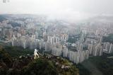 Người Hồng Kông dựng tượng Nữ thần Dân chủ trên núi Sư Tử