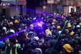 Video: Người biểu tình Chile hạ máy bay drone bằng bút laser