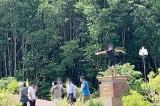 Chụp hình 'phản cảm' trên Cột mốc tọa độ Quốc gia: 'Sẽ chỉ rút kinh nghiệm'