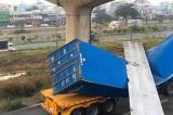 Cầu bộ hành bị xe container kéo sập không có hồ sơ thiết kế