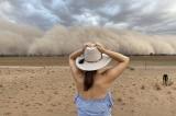 Song song cháy rừng, mưa giông, Úc xuất hiện bão bụi và mưa đá
