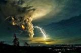 Vì sao núi lửa Taal của Philippines tạo ra nhiều sấm sét đến vậy?