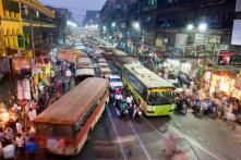 """Sáng kiến """"Cột đèn trừng phạt"""" ở Mumbai: Càng bấm còi, càng đợi lâu"""