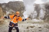 Hướng dẫn viên du lịch may mắn sống sót sau khi núi lửa phun trào