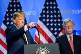 Tổng thống Trump và ông John Bolton trong một buổi họp báo tại Bỉ vào tháng 7 năm 2018.