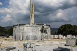 Huyện miền núi còn hàng ngàn hộ nghèo vẫn xây tượng đài 48 tỷ đồng